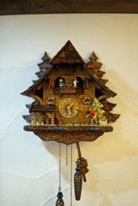 ドイツ伝統工芸の鳩時計